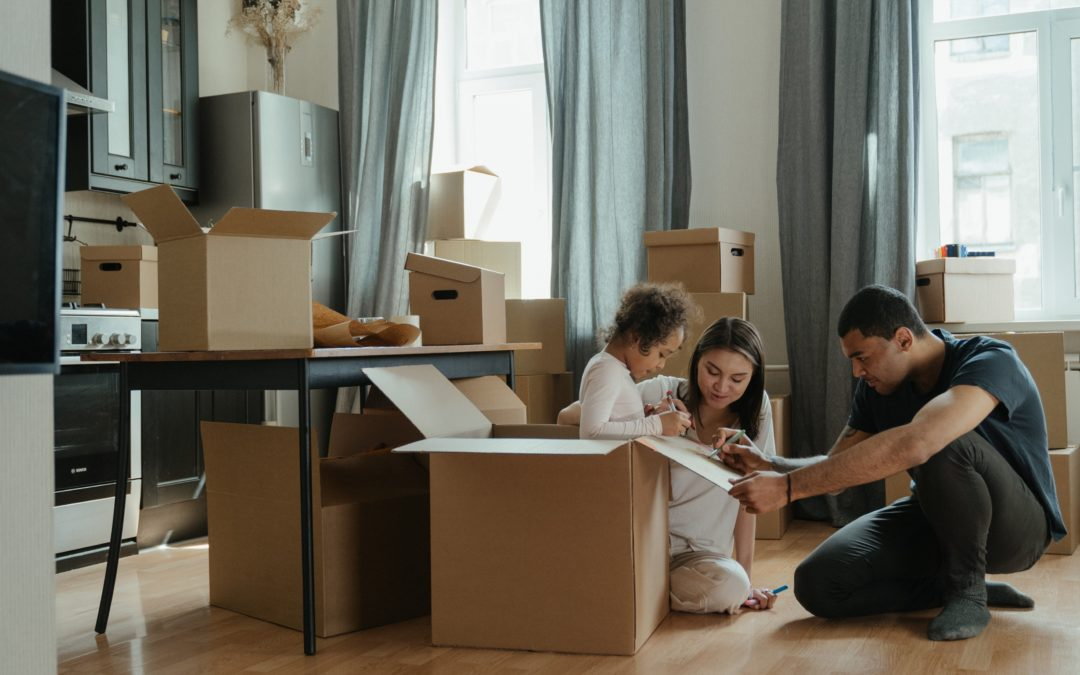 The role of a professional organizer in home transitions